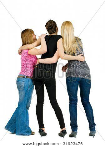 vista del grupo de jóvenes discutiendo y observación posterior. amigas juntas. Gente de vista trasera.