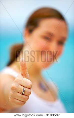Casual Woman - Thumbs Up