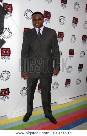 LOS ANGELES - APR 12:  Darius McCrary arrives at Warner Brothers