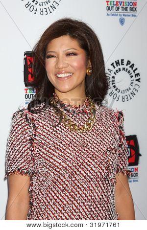 LOS ANGELES - APR 12:  Julie Chen arrives at Warner Brothers