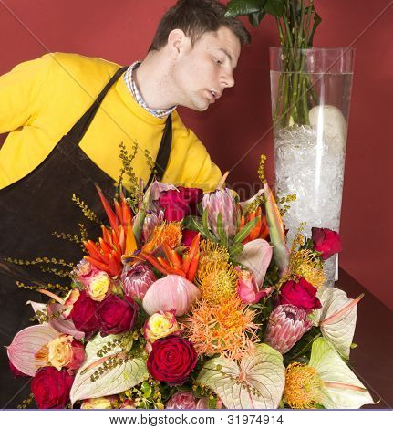 Anordnen von frische Blumen Blumengruss