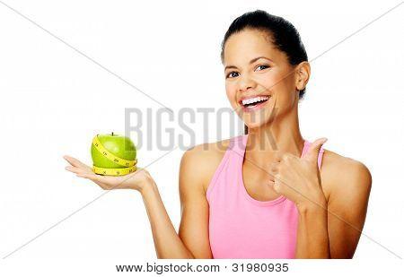 gesund glücklich hübsch Frau mit Apfel und Maßband für Ernährung und Gewicht-Verlust-Konzept