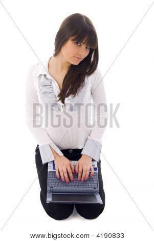 Menina com Laptop sobre branco