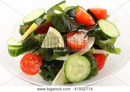 wakame seaweed salad, low calorie vegetarian food