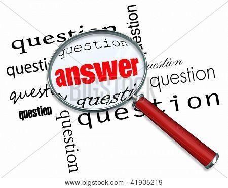 Eine Lupe, schwebend über viele Fragen, die Antwort zu finden