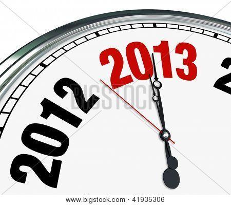 O ano de 2013 está rapidamente se aproximando de acordo com este relógio branco com as mãos apontando para o número