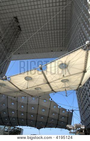 Paris: La Grande Arche de La Défense was designed by Otto von Spreckelsen