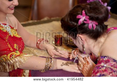 Artist Applies Henna to the Back of a Woman's Hands