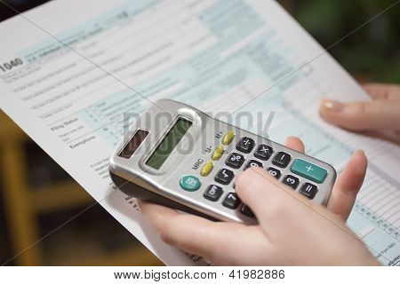 Filling Income Tax Forms With Calculator
