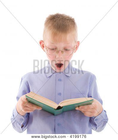 Buchen Sie erstaunt Boy lesen sehr interessant