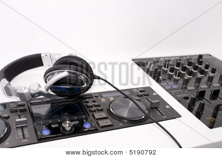 DJ's Mixer und Kopfhörer