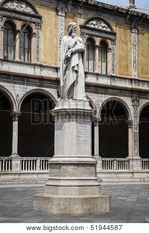 Dante statue in Verona