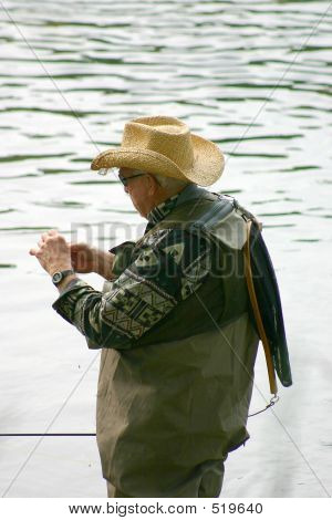 Tying A Lure 1