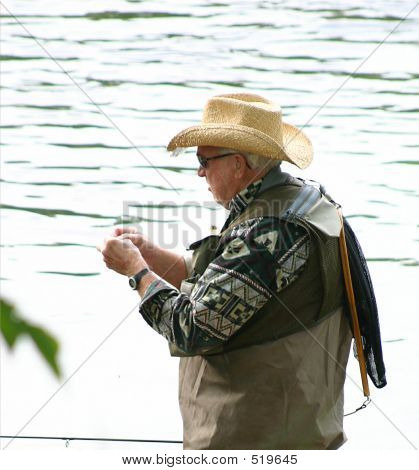 Tying A Lure 3