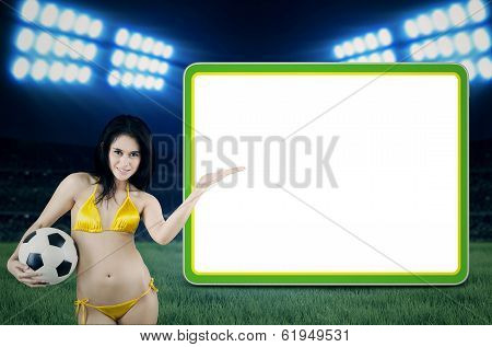 Sexy Fans Presenting Copyspace At Stadion