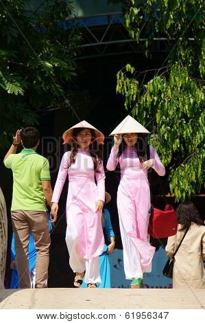 Vietnamese Young Girl In  Traditional Dress - Conical Hat, Ao Dai