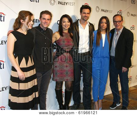 LOS ANGELES - MAR 23:  Henstridge,  De Caestecker, Ming-Na, Brett Dalton, Bennet, Gregg at the PaleyFEST 2014 -