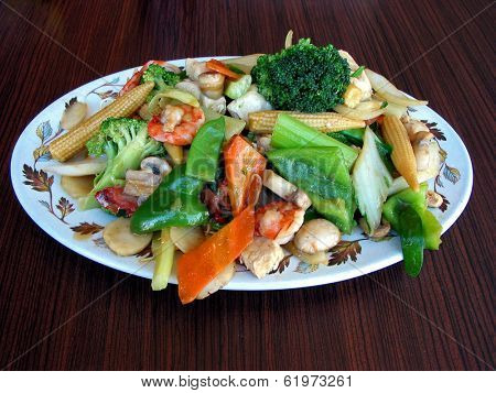 Generious portion of chow mein served on a plate