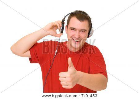 Hombre de sonrisa en auriculares