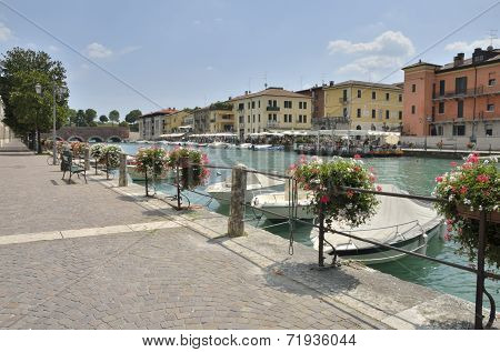 Village On The Lake Garda