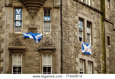 Yes Banners, Royal Mile, Edinburgh