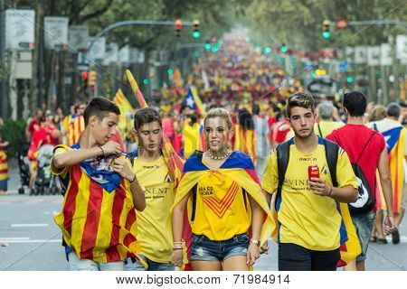 Teenagers Manifasteting Ingependence On The Strret Of Barcelona