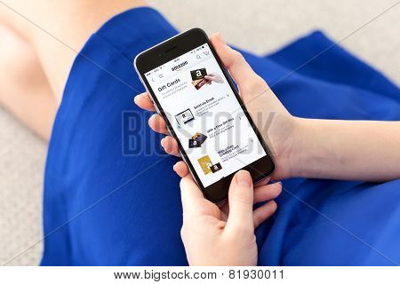 Woman Holding Iphone 6 Space Gray With Service Amazon