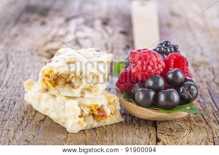 Muesli Bars with Fresh Berries