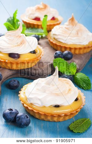 Homemade tartlets with lime curd and meringue