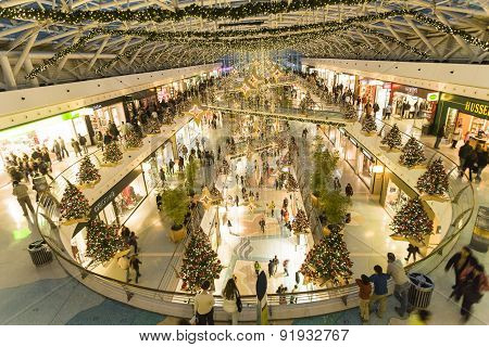 People At Vasco Da Gama Shopping Center