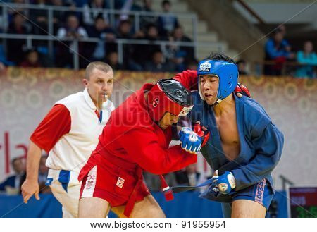 Ikram Aliskerov (r) Fights Jeon Yong Jun (b)