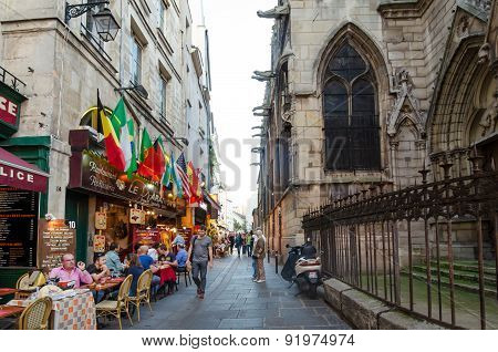 Outdoor dining in the Latin Quarter of Paris, France