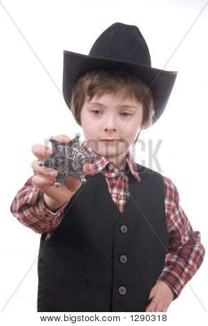 junge Sheriff Boy holding ein Abzeichen marshals