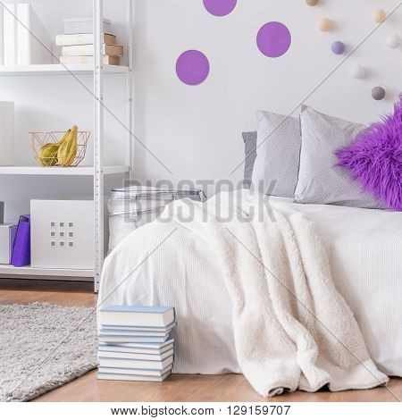 Bedroom With Decorative Wall