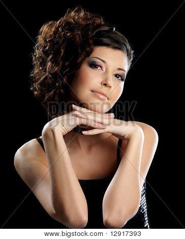 Schöne Glamour Girl mit geschweiften Frisur und hellen Make-up