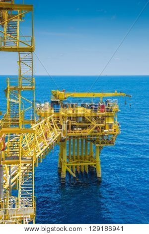 Oil and gas wellhead remote platform nearly close to central processing platform