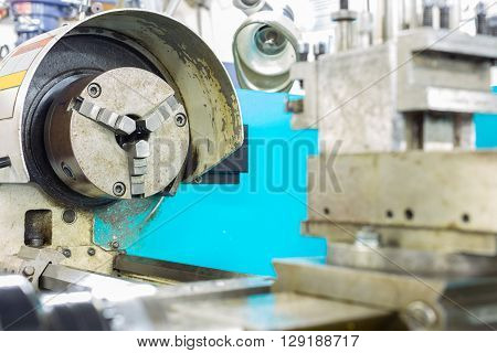 Lathe machine for cutting work and finished work in heavy industry