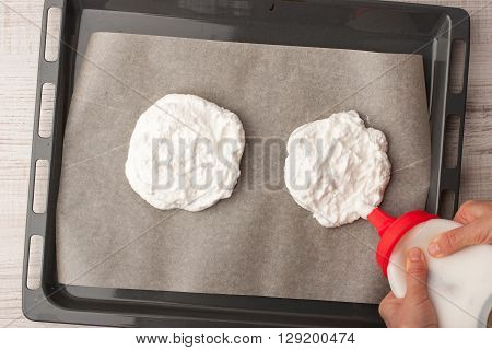 Preparation of meringue on a baking sheet covered with parchment horizontal