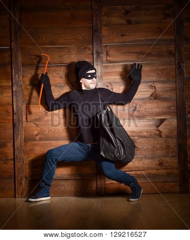 Masked burglar wearing black clothes was caught by police near house in which he wanted to break in.
