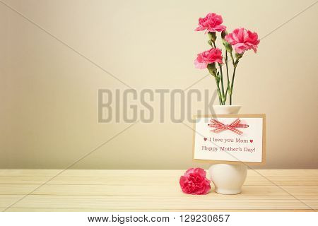 I Love You Mom Card With Carnations