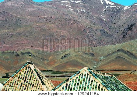 Roof line of Kasbah Telouet mimics nature, Morocco