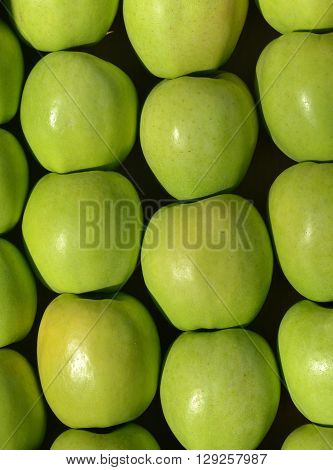 picture of a ripe apples for sale in a display crate