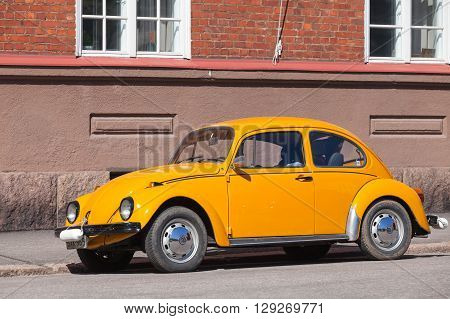 Old Yellow Volkswagen Beetle In The City