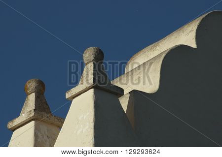 a picture of an exterior 1830's adobe building roof