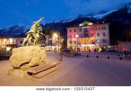 CHAMONIX, FRANCE - APRIL 6: statue on April 6, 2009 in Chamonix: statue in honor of Balmat and Paccard, first ascents of Mont Blanc.