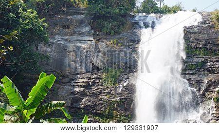 mae ya waterfall in doi inthanon natiopnal park