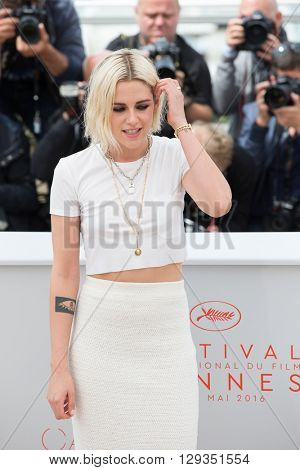 CANNES, FRANCE - MAY 11: Kristen Stewart attends the 'Cafe Society' photocall during the 69th annual Cannes Film Festival at Palais des Festivals on May 11, 2016 in Cannes, France.
