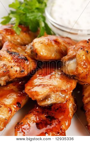 Chicken Wings mit sauce