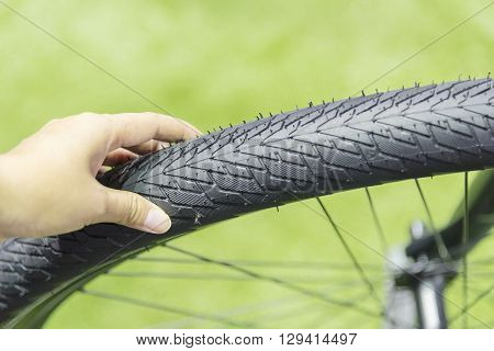 Action for checking the pressure of the bicycle tire