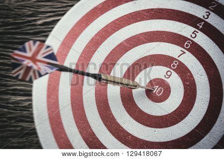 the dart board and the arrow with the wooden background